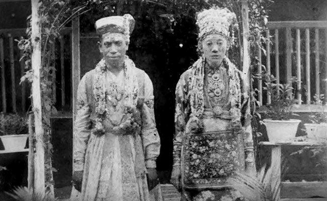 Old picture of a newly married Chitty couple. The groom A Subramaniam Pathair is wearing a traditional South Indian wedding dress and the bride L Chinamah Naiken is wearing the Baba-Nyonya headdress and the Malay Baju Kebaya Panjang Labuh. Images: K Nadarajan Raja