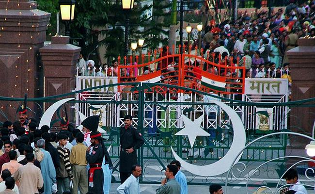 After the bravado and bluster: The end of the show at the Wagah border. Image: flickr / *_*