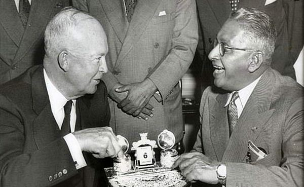 John Kotelawala, Ceylon's third prime minister, meets US president Dwight Eisenhower at the White House in December 1954. The shift away from British influence towards closer alignment with the USA was a key part of Ceylon's post-independence diplomatic realignment. Image courtesy: Lankapura.com