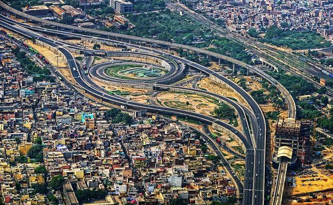 A stretch of the Delhi-Faridabad Skyway flickr / code_martial