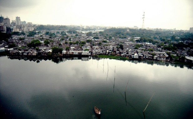 Lakeside slumming: Korail from the air.  flickr / dpu-ucl