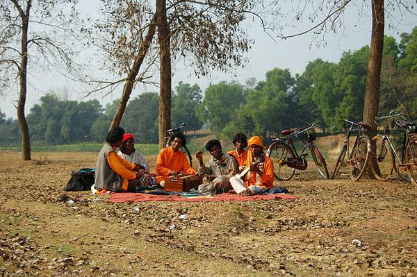 Baul singers at Santiniketan, West Bengal. Photo: Flickr / ptwo