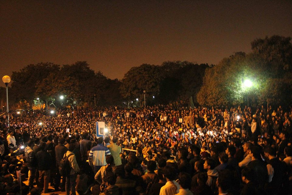 Students, teachers and allies protesting at JNU Photo : Subin Dennis