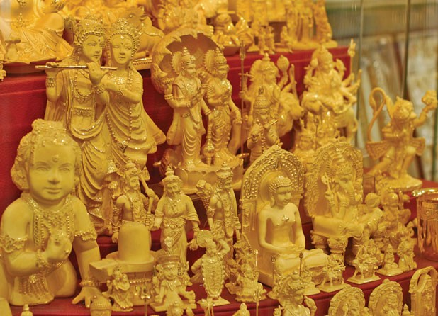 Consumption as belonging: Southasian iconography on show at Dubai's Gold Souk. ;flickr / arch2452