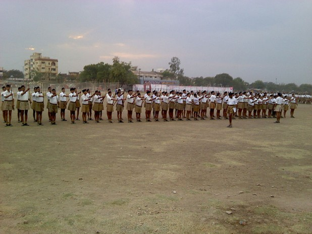 Rashtriya Swayamsewak Sangh (RSS) drill at Sangh headquarter Reshimbag Ground, Nagpur Photo : Wikimedia Commons / Ganesh Dhamodkar
