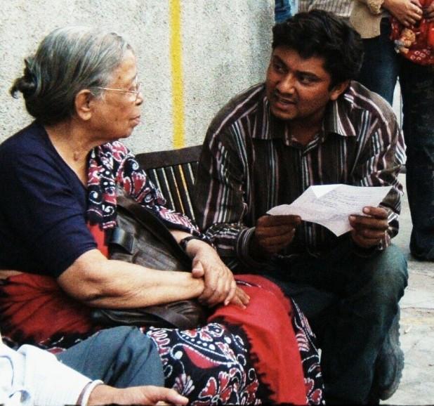 The author with Mahasweta Devi (Photo courtesy: Dakxin Bajrange)
