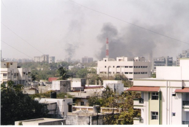 Buildings set on fire during the 2002 Gujarat violence (Photo: Aksi great/Wikimedia Commons)