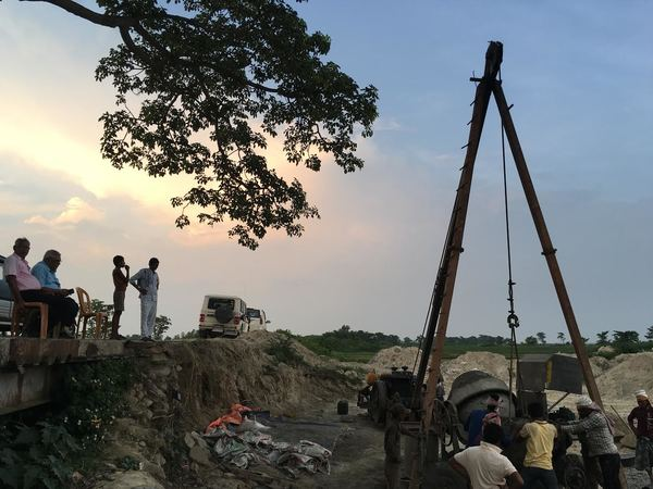 Indian engineers from the Kosi Project overseeing a contractor and labourers building a bridge along the Sundari River after it joins with the Mahuli River in Saptari District. Images by Peter Gill.