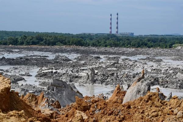Vedanta Aluminum's fly-ash breach in Katikela, Odisha. Photo: Mehboob Mahtab